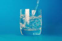 寝る前と朝起きた時に「水を飲む」ススメ!
